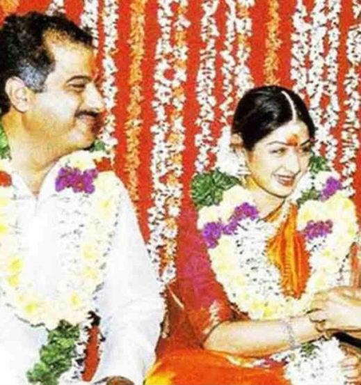 बोनी कपूर यांच्यासोबत विवाहबद्ध होत बॉलिवूडच्या या देखण्या अभिनेत्रीने आपला संसार थाटला होता. 'मिस्टर इंडिया' या चित्रपटाच्या सेटवर त्यांची पहिल्यांदाच भेट झाली होती असंही म्हटलं जातं.