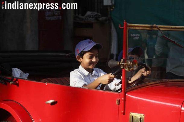 'व्हीसीसीसीआय'तर्फे  दरवर्षी आयोजित केल्या जाणाऱ्या विंटेज कार रॅलीमध्ये जुन्या गाडय़ांचा संग्रह करणाऱ्यांना त्यांच्या गाडय़ांचे प्रदर्शन करण्याची संधी मिळते.