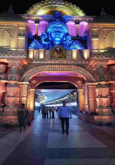 रामनवमीनिमित्त मंदिराची केलेली सजावट लक्षवेधी ठरत आहे,  यानिमित्ताने कलेचा अविष्कार सादर झाला आहे.