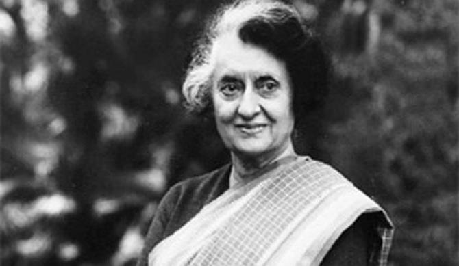 इंदिरा गांधी - देशाच्या पहिल्या महिला पंतप्रधान होण्याचा मान त्यांना मिळाला.