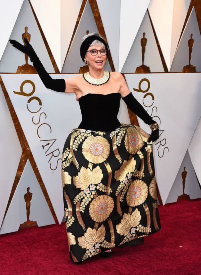 ८६ वर्षांच्या अभिनेत्री रिटा मोरेनो यांनी ५६ वर्षांपूर्वी परिधान केलेला गाऊनची निवड केली. जुन्या ड्रेसला त्यांनी थोडा आधुनिक टच दिला होता.
