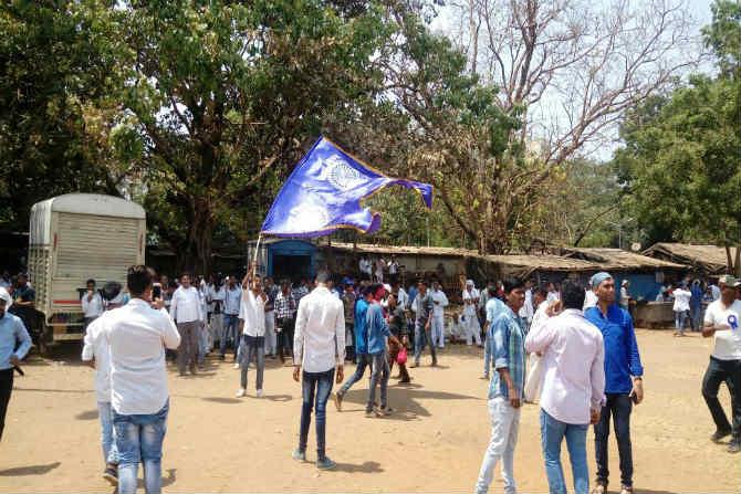 आज सकाळपासूनच पश्चिम महाराष्ट्र, मराठवाडा भागातून भारिपचे अनेक कार्यकर्ते सीएसटीएम स्थानकात दाखल झाले होते.