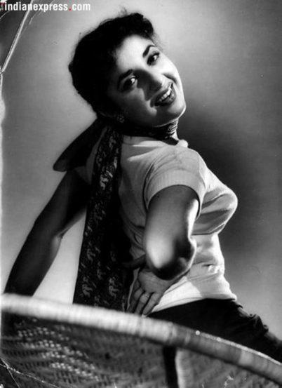 बॉलिवूड आणि टेलिव्हिजन विश्वात आपल्या अभिनयाची छाप उमटवणाऱ्या ज्येष्ठ अभिनेत्री शम्मी यांचं दीर्घ आजाराने निधन झाले. 'शम्मी आंटी' या नावानं अनेकजण त्यांना ओळखत होते. 'शिरिन फरहाद की तो निकल पडी' या चित्रपटात त्या शेवटच्या दिसल्या होत्या. (छाया सौजन्य : Express Archives)