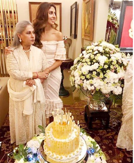 यावेळी श्वेता बच्चन नंदा तिच्या आईसोबत म्हणजे जया बच्चन यांच्यासोबतच दिसली. (छाया सौजन्य- फिल्मफेअर)