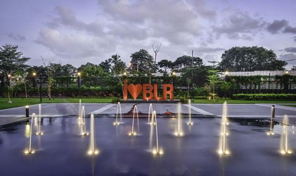 बंगळुरू- भारतात गार्डन सिटी किंवा सिलीकॉन व्हॅली या नावानेही बंगळुरू प्रसिद्ध आहे. आयटी कंपन्यांसाठी ओळखल्या जाणाऱ्या या शहराची स्वत:ची अशीसुद्धा एक वेगळी ओळख आहे. (छाया सौजन्य- Vr.Bengaluru/Wikimedia Common)