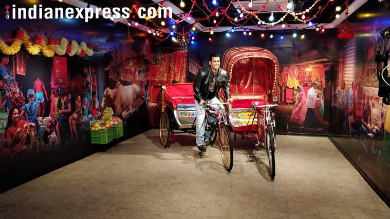 सलमान खानचा हा मेणाचा पुतळा संग्रहालयात प्रवेश करताच नजरेस पडतो.