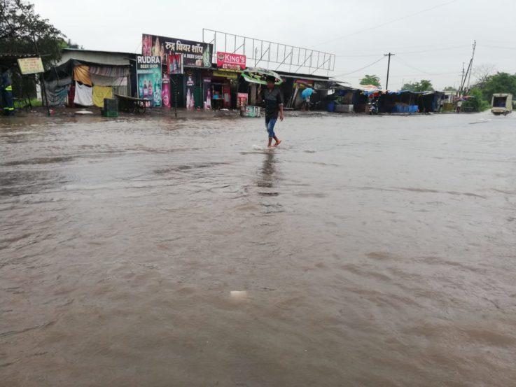 आज दिवसभर मुंबईत पावसाचा जोर कायम राहिल्यास निश्चितच मुंबईकरांना आणखी अडचणींचा सामना करावा लागणार आहे.