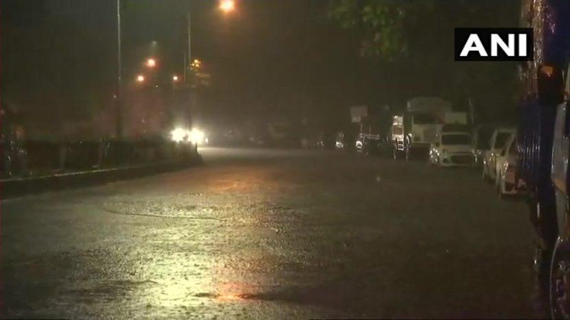 मुंबई शहर आणि उपनगरांमध्ये रात्रभर मुसळधार पाऊस झाला. दक्षिण मुंबईसह पूर्व उपनगरांत पावसाने चांगली हजेरी लावली आहे.