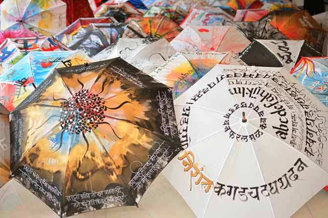 छत्री, कॅलिग्राफी आणि बरंच काही