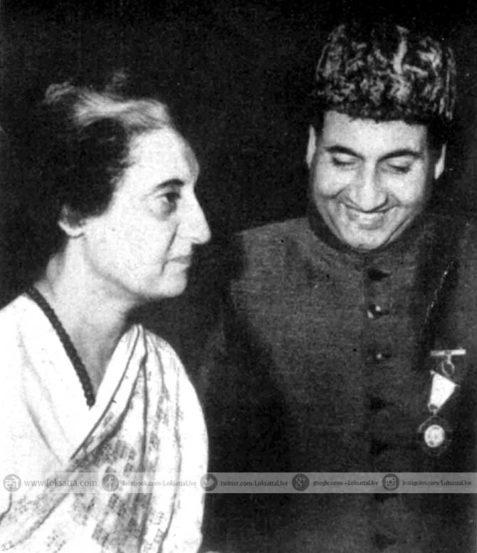 भारताच्या पहिल्या महिला पंतप्रधान इंदिरा गांधी आणि मोहम्मद रफी. (छाया सौजन्य- एक्स्प्रेस आर्काइव्ज)