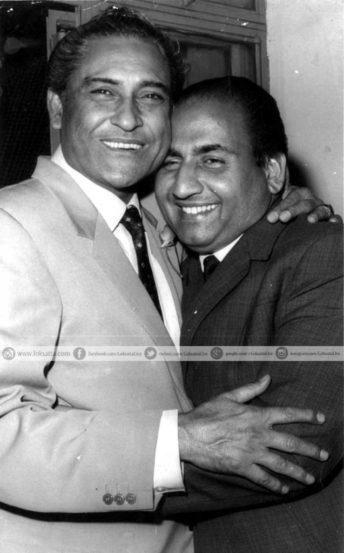 हिंदी चित्रपटसृष्टीचे दादामुनी म्हणजेच अभिनेते अशोक कुमार यांच्यासोबत रफी. (छाया सौजन्य- एक्स्प्रेस आर्काइव्ज)