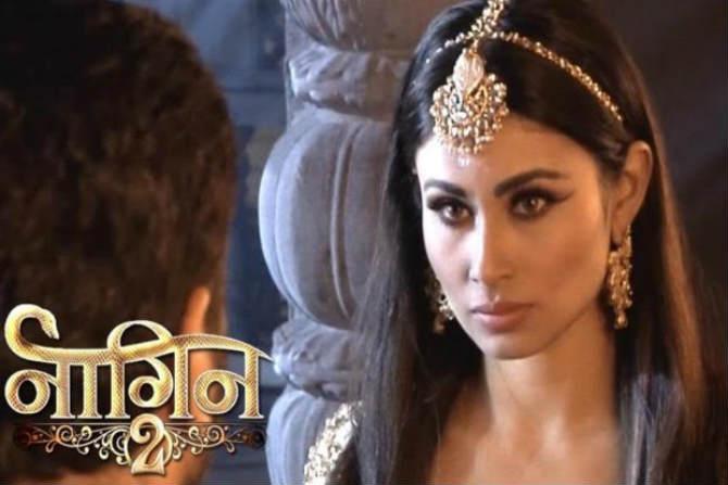 नागीन -  'रेस ३' या चित्रपटात झळकलेली अभिनेत्री मौनी रॉय या मालिकेमध्ये प्रमुख भूमिकेत आहे. या मालिकेचा सध्या दुसरा पर्व सुरु असून  अद्यापही ही मालिका पाकिस्तानात दाखविली जात नाही.