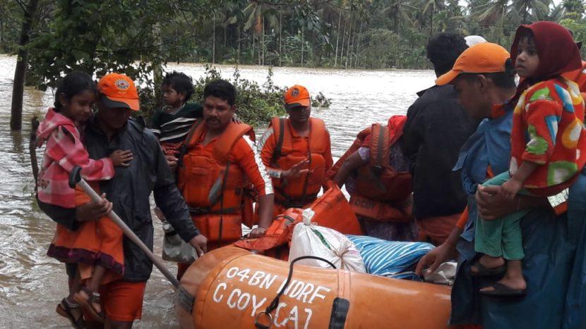 वायनाडमधीलच मनतावडी गावातून एनडीआरएफच्या जवानांनी आतापर्यंत ६ जणांचा जीव वाचवला असून, त्यात ३ लहान मुलांचाही समावेश आहे. (छाया सौजन्य- एएनआय)