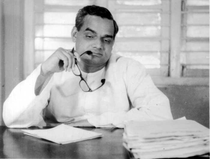 अटल बिहारी वाजपेयी  यांचा जन्म २५ डिसेंबर १९२४  ला झाला. अटल बिहारी वाजपेयी भारतीय जनता पार्टीचे संस्थापक सदस्य असून ते भाजपाचे सर्वात ज्येष्ठ नेते आहेत.