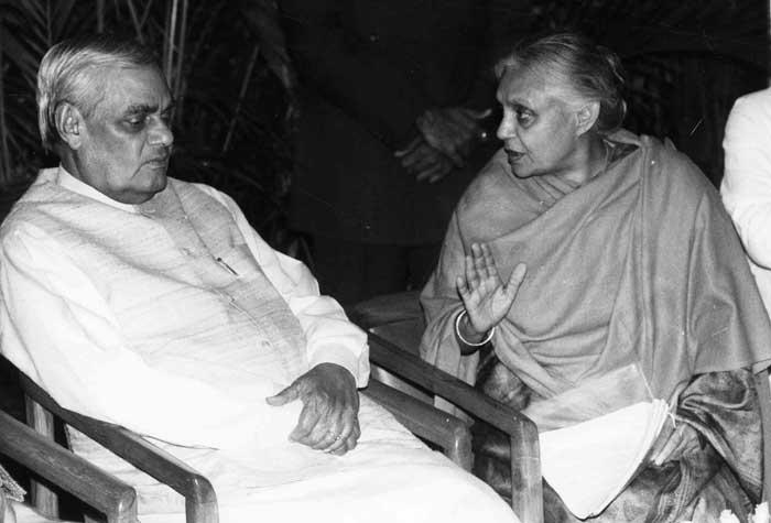 पाच वर्षांचा कार्यकाळ पूर्ण करणारे ते पहिले बिगर काँग्रेसी पंतप्रधान ठरले. – अटल बिहारी वाजपेयी तब्बल दहावेळा लोकसभेवर आणि दोन वेळा राज्यसभेवर निवडून गेले.