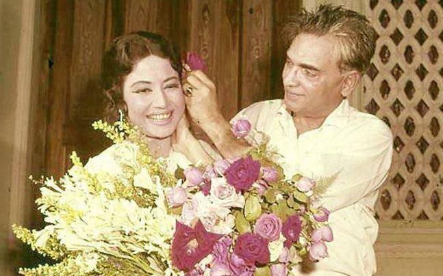 १९५२ साली मीनाकुमारींची प्रमुख भूमिका असलेला 'बैजूबावरा' हा चित्रपट गाजला अन् त्या लोकप्रियतेच्या शिखरावर पोहोचल्या. त्याच वर्षी त्यांनी कमाल अमरोही या त्यांच्याहून वयाने १५ वर्षांनी मोठा असलेल्या शायर दिग्दर्शकाशी लग्न केलं.