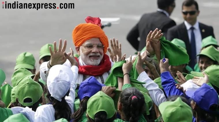 देशभरात ७२व्या स्वातंत्र्यदिनाचा सोहळा उत्साहाने साजरा होत आहे. राजधानी दिल्लीत लाल किल्ल्यावर पंतप्रधान नरेंद्र मोदी यांच्या हस्ते ध्वजारोहण करण्यात आलं. त्यानंतर मोदींनी देशाला संबोधित केलं.