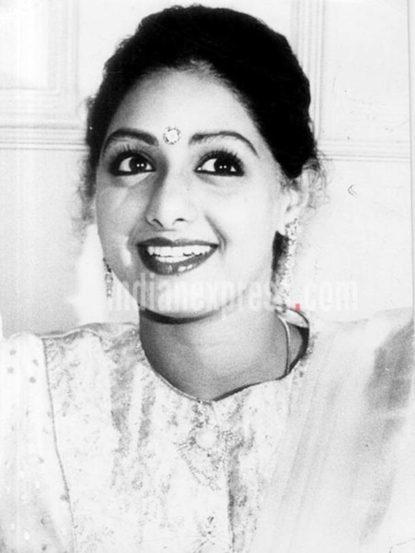सौंदर्य, अभिनय आणि नृत्याविष्काराने प्रेक्षकांची मनं जिंकणाऱ्या अभिनेत्री श्रीदेवी यांची आज जयंती.