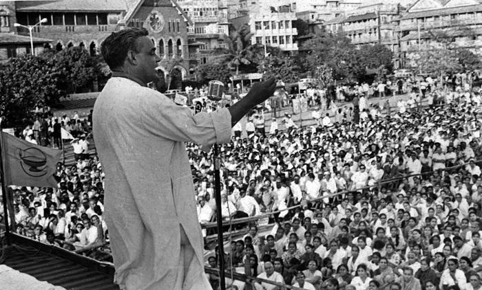 वाजपेयींचा पंतप्रधानपदाचा पहिला कार्यकाळ फक्त १३ दिवसांचा होता. १९९८ च्या सार्वत्रिक निवडणुकीनंतर वाजपेयी दुसऱ्यांदा पंतप्रधान झाले.  भाजपाच्या नेतृत्वाखाली राष्ट्रीय लोकशाही आघाडीची स्थापना झाली. जे सरकार १३ महिने चालले.