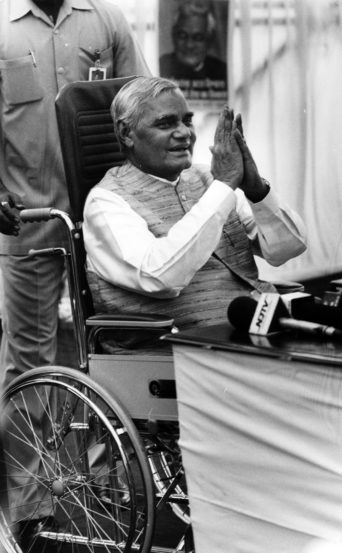 भारताचे माजी पंतप्रधान आणि भाजपाचे ज्येष्ठ नेते अटल बिहारी वाजपेयी यांची प्राणज्योत मालवली. ते ९३ वर्षांचे होते. दिल्लीतील एम्स रुग्णालयात त्यांनी अखेरचा श्वास घेतला.