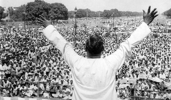 अत्यंत कसोटीच्या अशा कारगिलच्या युद्धाच्यावेळीही वाजपेयीच पंतप्रधान होते. अत्यंत कसोटीच्या या युद्धामध्ये भारतानं पाकिस्तानला अत्यंत प्रतिकूस परिस्थितीत धूळ चारली आणि तेव्हापासून गेल्या 19 वर्षांमध्ये पाकिस्तानने भारताविरोधात तशा प्रकारची लढाई करण्याची हिंमत दाखवलेली नाही.