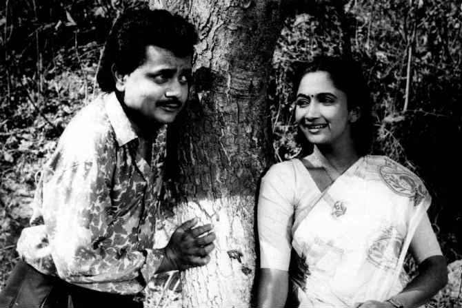 'खुळ्यांचा बाजार' या चित्रपटात अभिनेत्री अलका कुबल आणि विजय चव्हाण. (एक्स्प्रेस छायाचित्र)