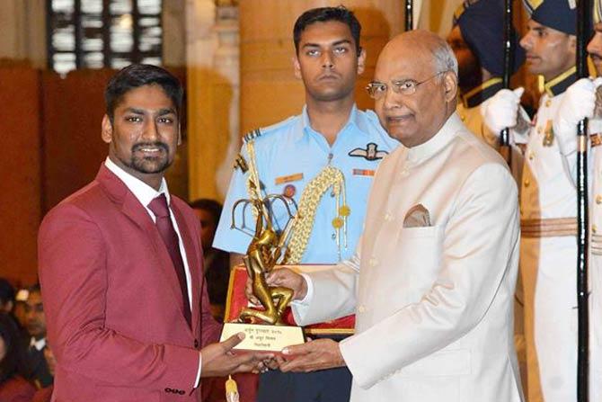 आशियाई खेळ आणि जागतिक अजिंक्यपद स्पर्धेत यंदा पदकांची कमाई करणारा नेमबाजपटू अंकुर मित्तल.