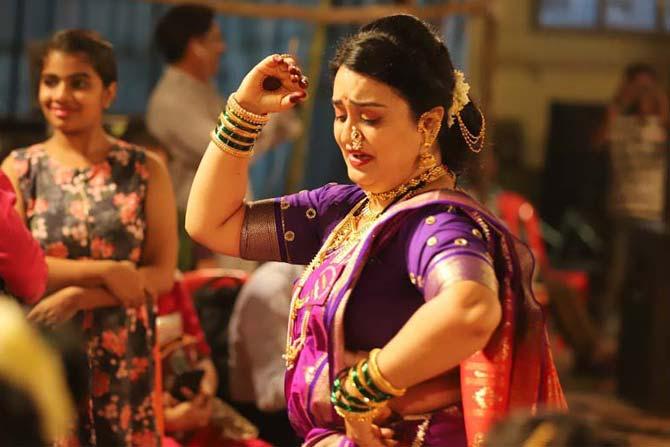 खान्देशात हत्तीऐवजी भुलोजी आणि भुलाबाई या नावाने शंकर-पार्वतीची मूर्ती ठेवण्याचीही प्रथा आहे. तिथे या खेळाला भुलाबाई म्हणतात तर विदर्भात हादगा म्हणतात.(छाया- दीपक जोशी)