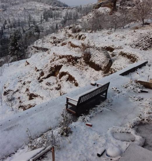 हिमाचल प्रदेशमधील कारापथ्थर गावातील दृष्य