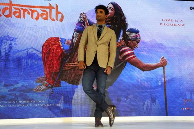 चित्रपटामध्ये सारासोबत अभिनेता सुशांत सिंह राजपूत स्क्रिन शेअर करणार आहे.  (सर्व छायाचित्रे- दिलीप कागडा)