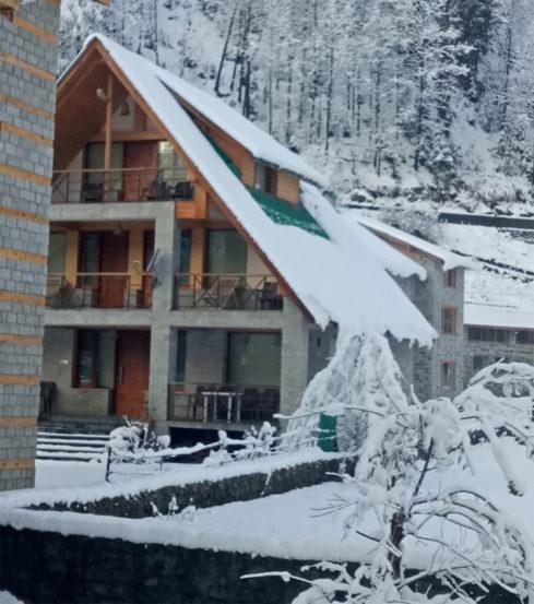 कुलू येथील सांगळा व्हॅली येथील बर्फवृष्टीनंतरचे फोटो