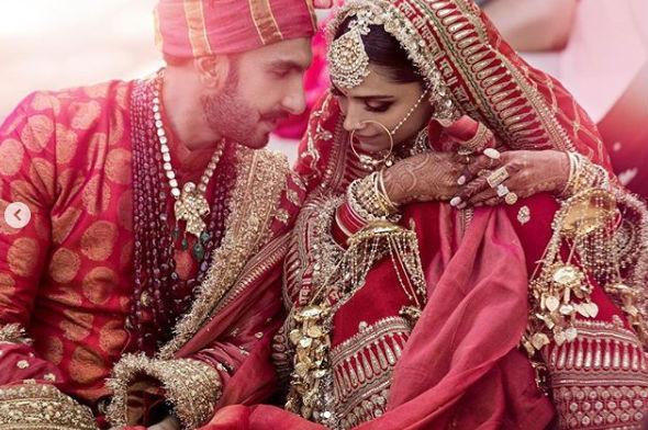 दीप- वीरच्या लग्नात पाहुण्यांना मोबाइल नेण्यास बंदी होती.
