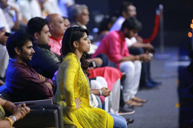 सईने आतापर्यंत अनेक चित्रपटांच्या माध्यमातून अभिनयाची झलक दाखविली आहे.  मराठीप्रमाणेच हिंदी चित्रपटामध्येही तिने नशीब आजमावलं आहे.