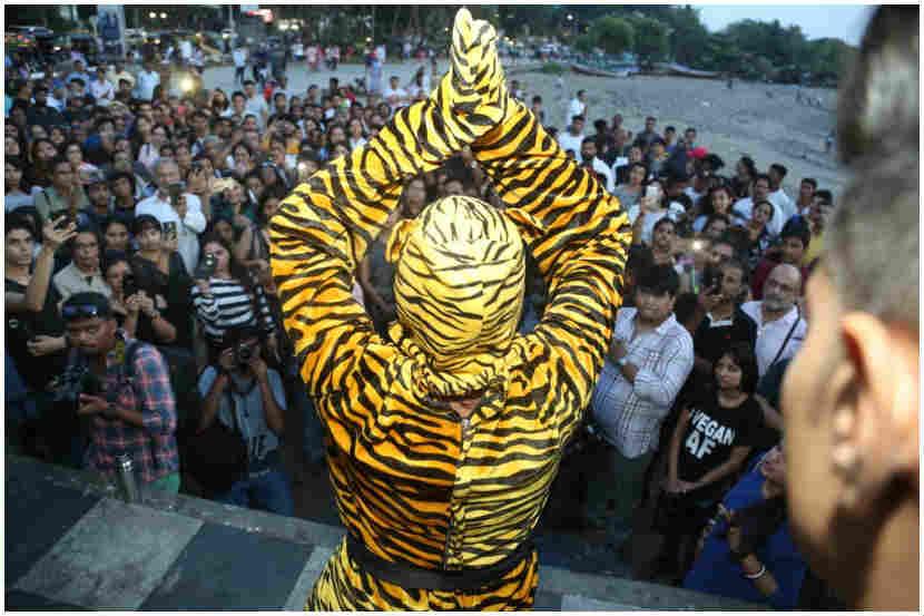 मुंबई रोअर्स लाऊडर अगेन या नावाने कार्यक्रम आयोजित केला होता.
