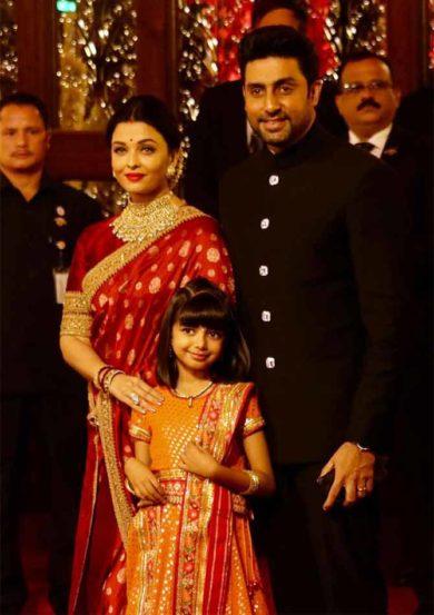 बच्चन कुटुंबीय या लग्नासाठी उपस्थित होतं .(छाया : निर्मल हरिंद्रन)