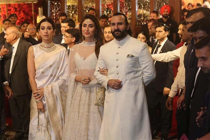 करिना कपूर पती सैफ अली खान आणि बहिण करिश्मासोबत (छाया : निर्मल हरिंद्रन)
