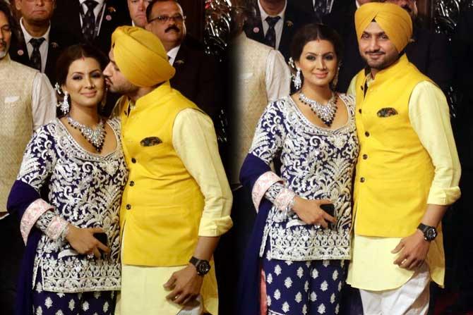 क्रिकेटर हरभजन सिंग त्याची पत्नी गीत बसरासह लग्नाला आला होता. (छाया : निर्मल हरिंद्रन)