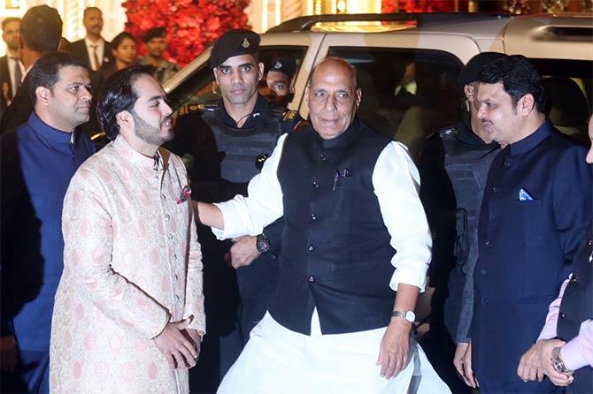 केंद्रीय गृहमंत्री राजनाथ सिंह  आणि मुख्यमंत्री देवेंद्र फडणवीसही या सोहळ्यासाठी आले होते.  (छाया : निर्मल हरिंद्रन)