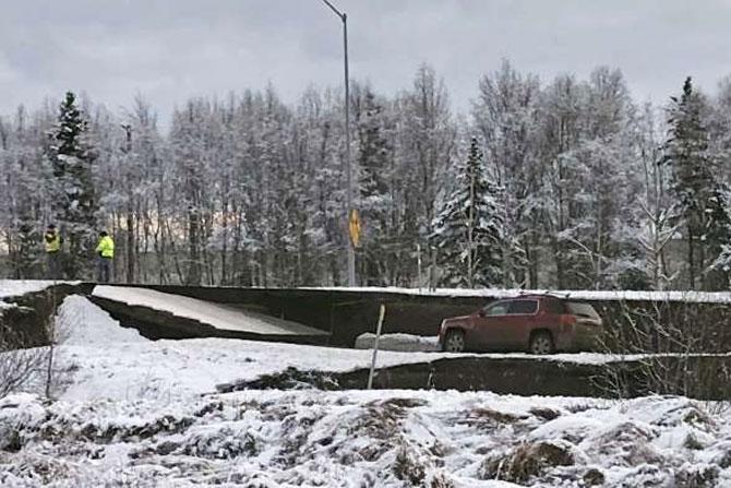 भूकंपाचं केंद्र एंकोरेज या शहराच्या उत्तरेला ७ मैलावर होते.