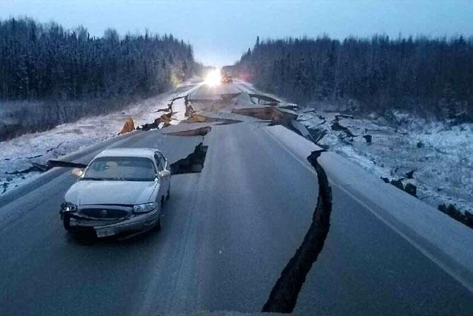 अनेक ठिकाणी वाहने अडकून पडली