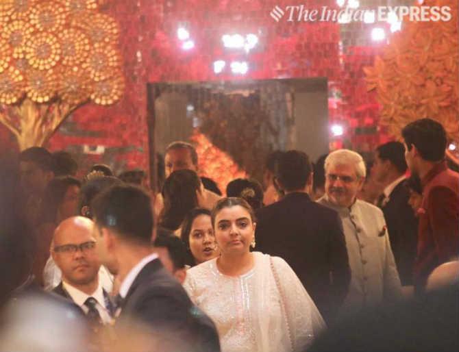 PHOTOS : पाहा इशा-आनंदच्या लग्नाचा शाही थाट