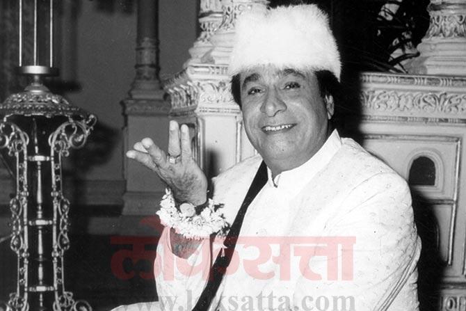 कादर खान यांनी 1973 मध्ये 'दाग' चित्रपटातून अभिनयात पदार्पण केलं.  300 हून अधिक चित्रपटांमध्ये त्यांनी काम केलं.
