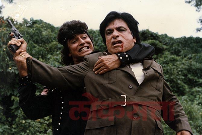 करिअरच्या सुरुवातीला व्हिलनचं पात्र साकारण्यासाठी प्रसिद्ध असणाऱ्या कादर खान यांनी हिंमतवाला चित्रपटापासून कॉमेडी भूमिकांकडे आपलं लक्ष्य केंद्रीत केलं होतं.