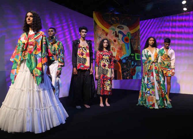 फॅशन जगतामध्ये अनन्य साधारण महत्व असणाऱ्या लॅक्मे फॅशन वीक २०१९ ला नुकतीच सुरुवात झाली आहे.  (दिलीप कागडा)