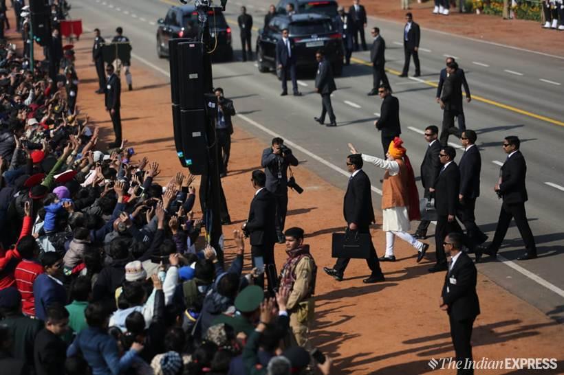 पंतप्रधान नरेंद्र मोदींनी राजपथावर अमर ज्योती जवान येथे आदरांजली वाहिली.