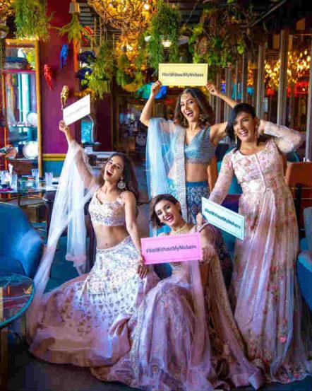 या फोटोमध्ये चारही बहिणींनी हातात #NotWithoutMyMohans अशा आशयाचा बोर्ड घेतला आहे. यातून त्यांच्या नात्यातील उत्तम बॉण्डींग दिसून येत आहे.