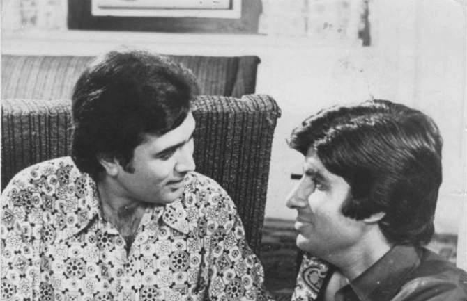 त्याकाळी बिग बी आणि राजेश खन्ना ही जोडी सुपरहिट होती. या दोघांनी अनेक चित्रपटांमध्ये स्क्रीन शेअर केली असून आजही ही जोडी प्रेक्षकांच्या गळ्यातलं ताईत आहेत.