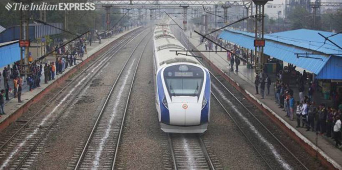'वंदे भारत एक्स्प्रेस'साठीचे टिकीट बुकींग सुरू झाले असून, १७ फेब्रुवारीपासून ट्रेन प्रत्यक्ष वाहतूकीसाठी उपलब्ध होईल. (एक्स्प्रेस फोटो - प्रविण खान)