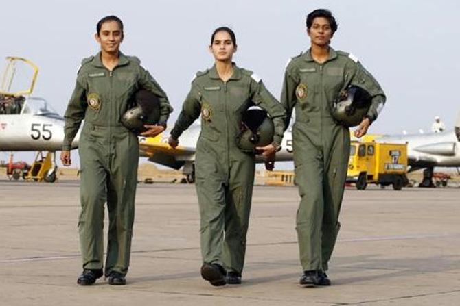 अवनी चतुर्वेदी, भावना कांत आणि मोहना सिंग: भारताच्या इतिहासात पहिल्यांदाच फायटर पायलट 'सुपरसॉनिक फायटर जेट' विमानं उडवणाऱ्या महिला