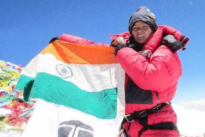 बचेंद्री पाल: या एव्हरेस्ट सर करणाऱ्या पहिल्या भारतीय महिला ठरल्या. १९९४ साली त्यांनी जगातील सर्वात उंच शिखर सर केले. भारत सरकारने २०१९ साली त्यांना पद्मभूषण पुरस्कार देऊन त्यांचा सन्मान केला.